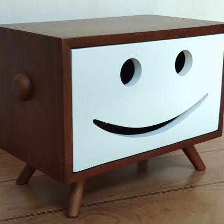 kotak tisu emotikon tv