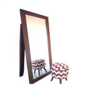 Kaca cermin rias berdiri
